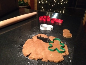 vegan gingerbread: cutting shapes